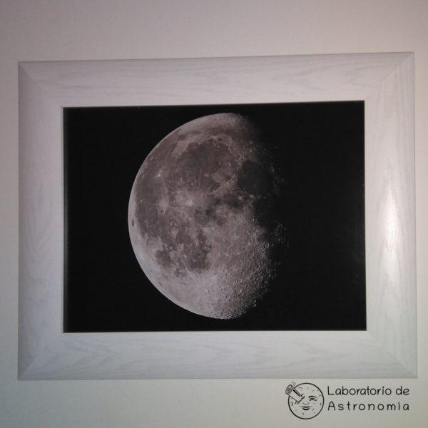 luna con marco blanco